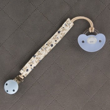 Pacifier / teether clip – blue meadow white background