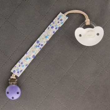 Pacifier / teether clip – blue meadow on white background