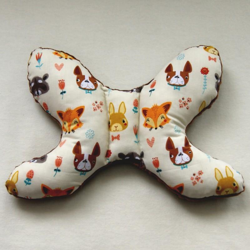 Poduszka antywstrząsowa brąz szopy lisy na kremie handmade