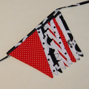 Nursery bunting triangles in white, red and black