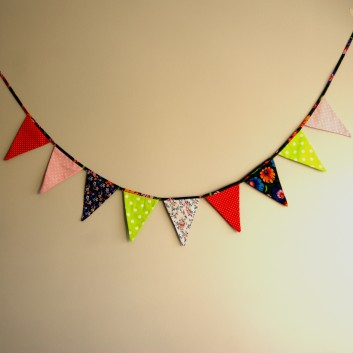 Nursery bunting triangles in willow-green, pink, red with flowers