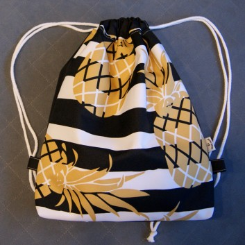 Plecak / worek z tkaniny wodoodpornej ananasy na biało-czrnych pasach / czarny handmade