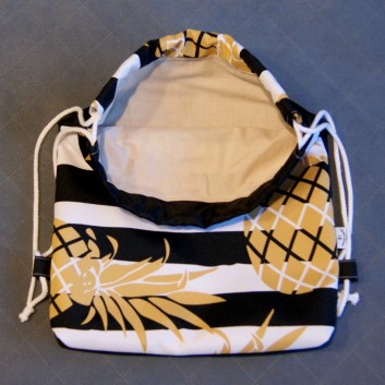 Plecak / worek z tkaniny wodoodpornej ananasy na biało-czarnych pasach / czarny handmade