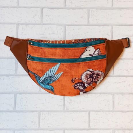Saszetka biodrowa maxi / torebka z tkaniny obiciowej koliber i storczyk na pomarańczowym tle i karmelowa ekoskóra Handmade